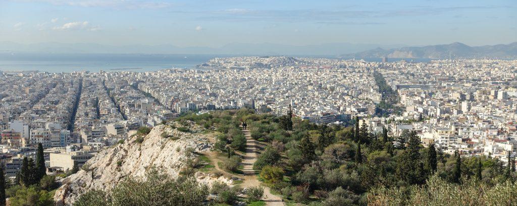 Blik op Athene vanaf de Filopapposheuvel.